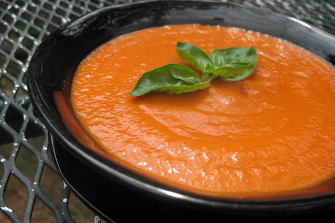 Доматена крем супа с червен лук