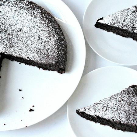 Large shokoladov sladkish sas zehtin