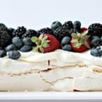"""Торта """"Павлова"""" с горски плодове"""