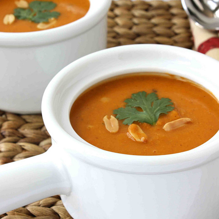 Large krem supa ot morkovi s fastatsi