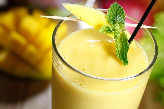 Смути от манго с кокосово мляко