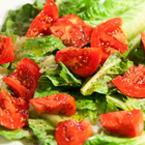 Зелена салата с домати и риган