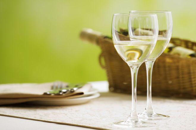 сухо бяло вино