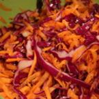 Зимна салата от червено зеле с моркови