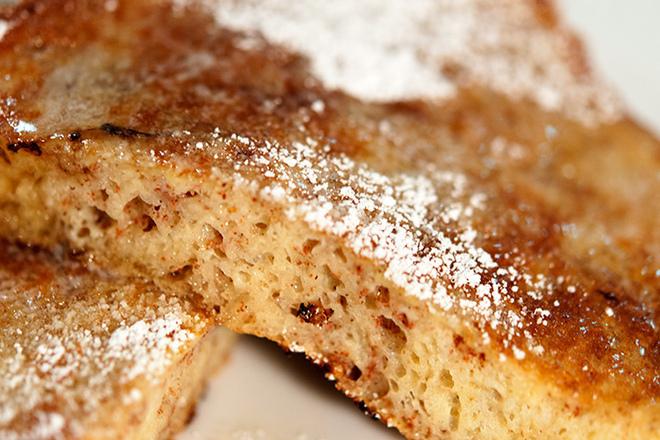 Пържени филийки с пудра захар и канела