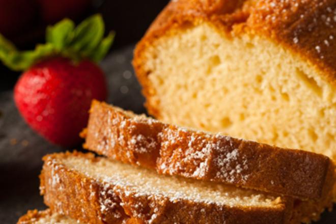 Лимонов кекс със пудра захар