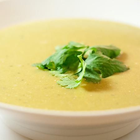 Large krem supa ot brokoli s magdanoz