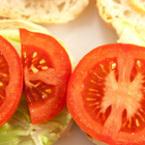 Сандвичи с айсберг и домати
