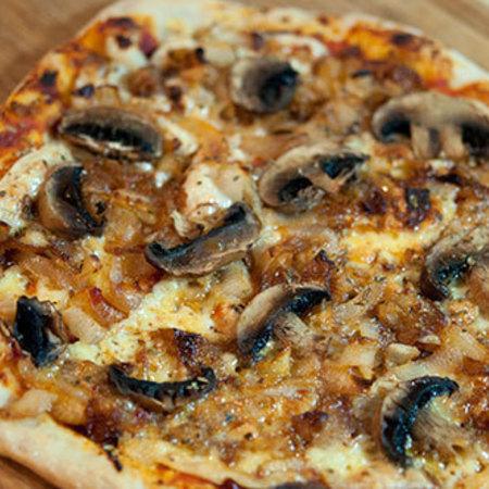 Large pitsa s luk i gabi