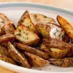 Печени картофи с розмарин и чубрица