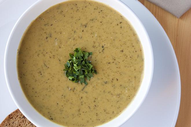 Крем супа от боб с магданоз