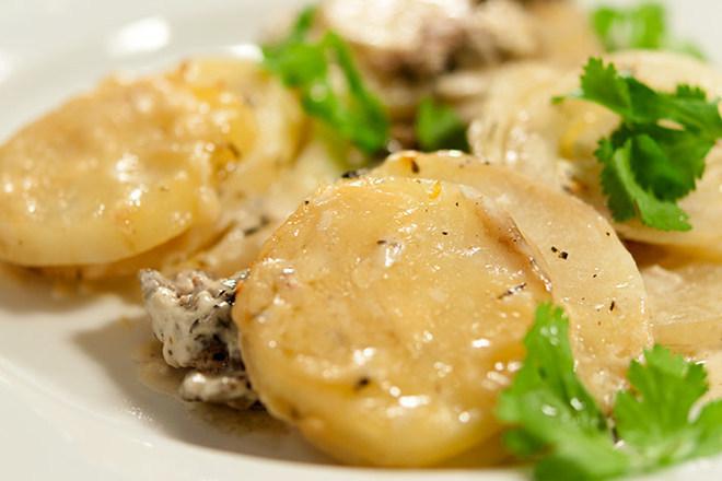 Печени картофи с гъби и кашкавал
