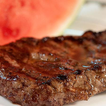 Large stek s malinov sirop i laym