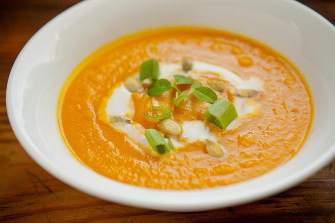 Крем супа от тиква с моркови и зелен лук