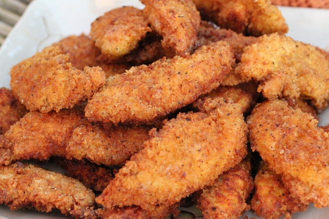 Панирани пилешки филенца с корнфлейкс