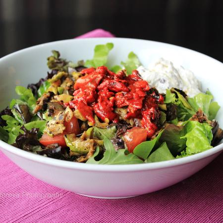 Large miks ot salati s tsedeno kiselo mlyako tikvichki patladzhan i cherveni chushki
