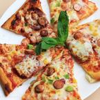 Домашна пица с луканка и кренвирши