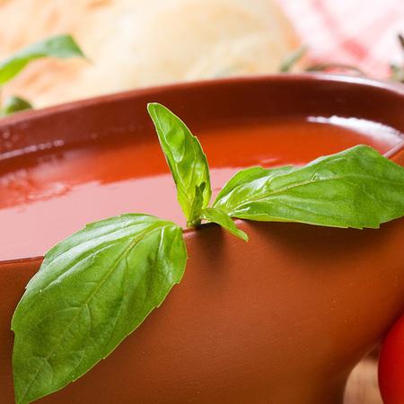 Large domatena krem supa s chesan i bosilek