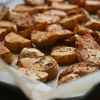 Печени картофи с розмарин и червен пипер