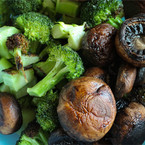 Печени гъби и броколи с масло