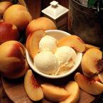 Домашен сладолед от праскови с бадеми