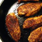 Пържени пилешки хапки с чесън и черен пипер