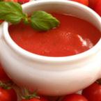 Доматена крем супа с моркови и босилек