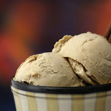 Large shokoladov sladoled s kafe i kanela
