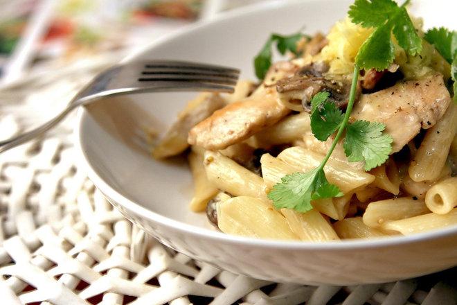 Печена паста с пиле и гъби