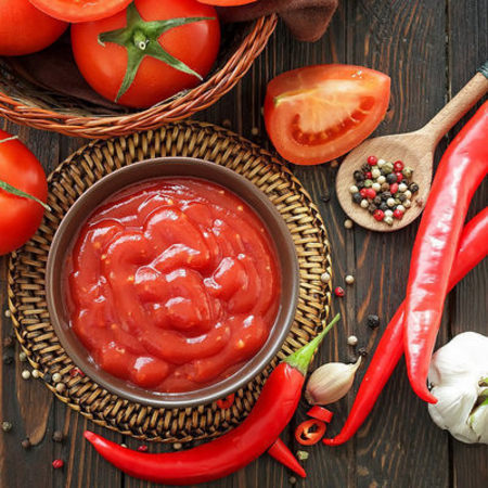 Large domaten sos s chesan