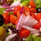 Зелена салата с радичио и чери домати