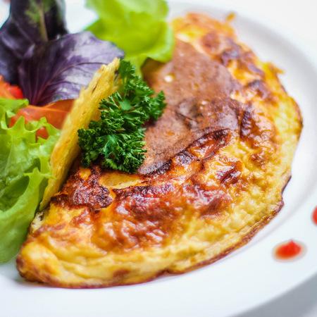 Large omlet s kashkaval i sirene