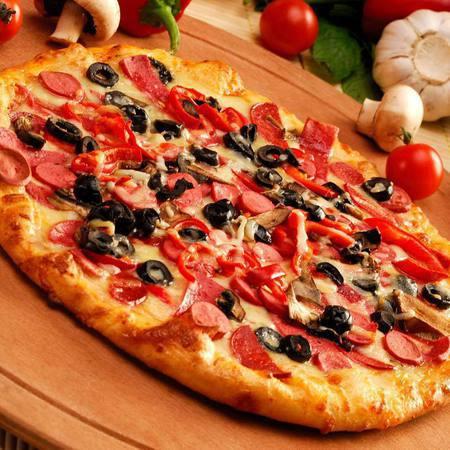 Large pitsa sas salam i krenvirshi