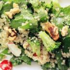 Спаначена салата с киноа и зеленчуци