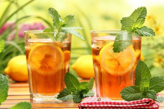 Студен чай с мед, лимон и мента