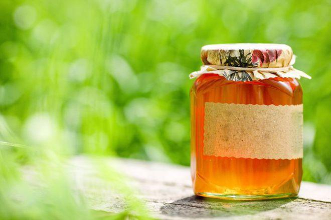 Мед от цвят на акация