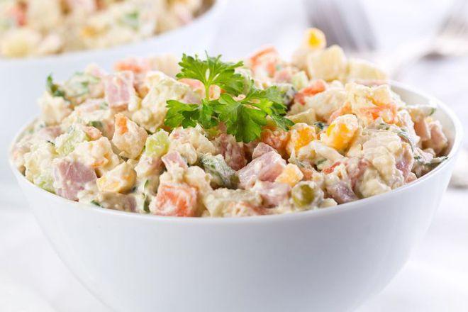 Руска салата с шунка и царевица