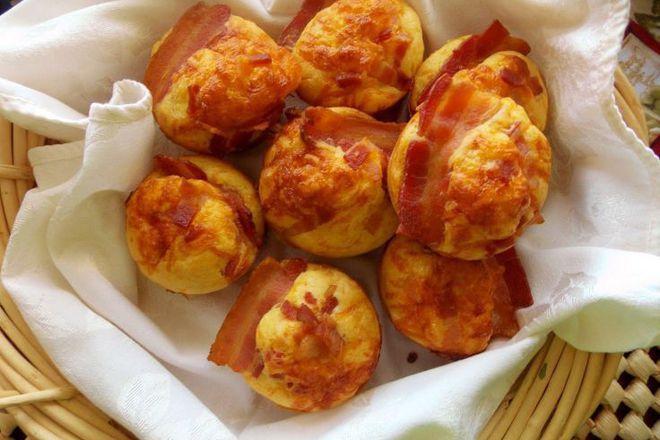 Мъфини с бекон и сирене