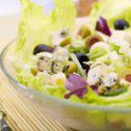 Айсберг салата с маслини и синьо сирене
