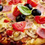 Пица с гъби, шунка, домати и маслини