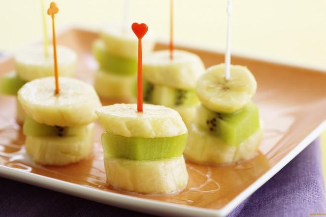 Плодови шишчета от банани и киви