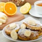 Пържени филийки с банани и пудра захар