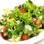 Зелена салата с радичио, краставици и репички