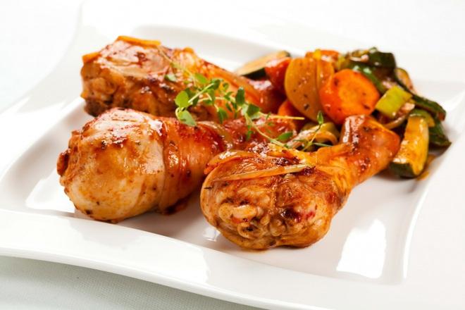 Печени пилешки бутчета с лук и захар