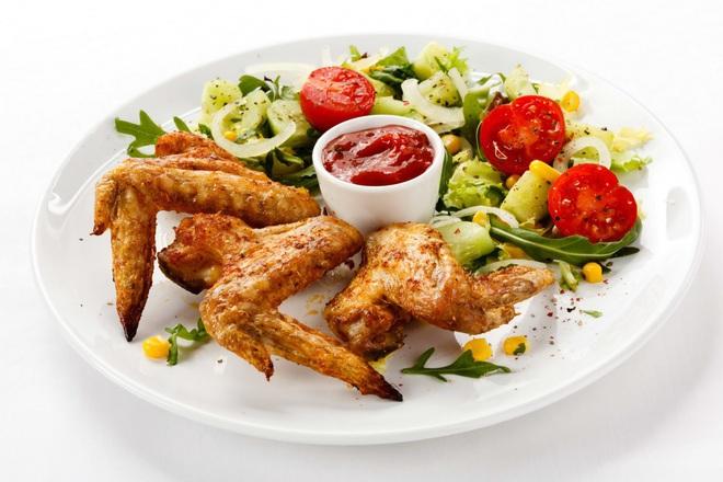 Печени пилешки крилца със соев сос