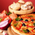 Пица с чушки, моцарела и маслини