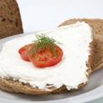 Сандвич с фета сирене, домат и копър