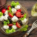 Салата от чери домати с маруля и моцарела