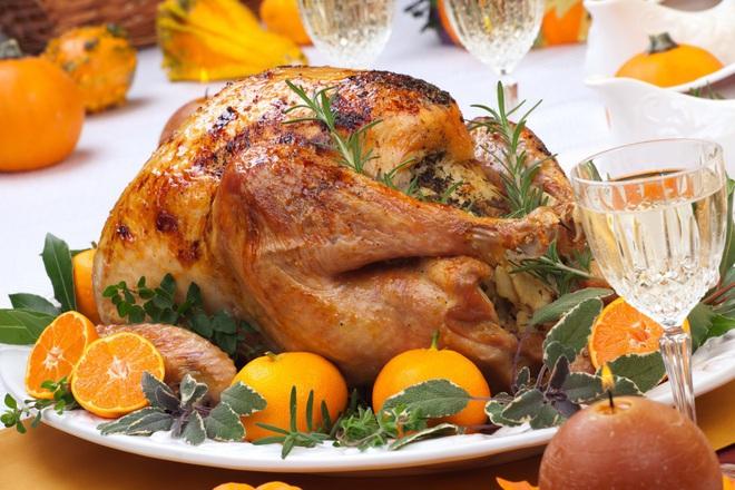 Печено пълнено пиле с хляб и розмарин