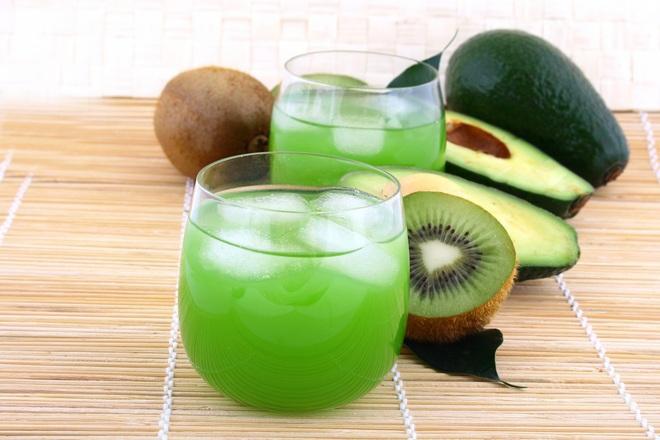 Сок от киви и авокадо